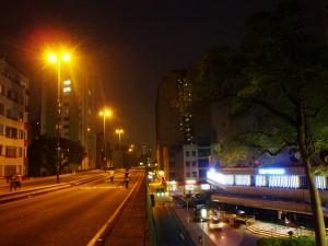 O Minhocão à noite. Foto de www.flickr.com/photos/cbnsp