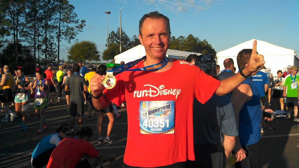Ricardo Capriotti após a meia maratona da Disney