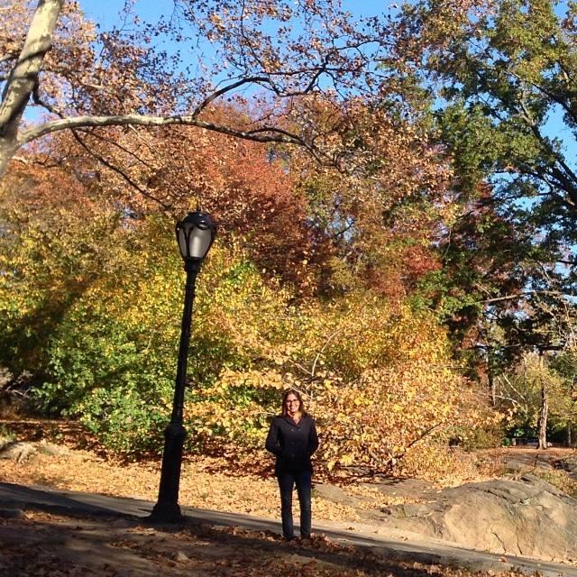 Talita Ribeiro no Central Park em Nova York durante o outono