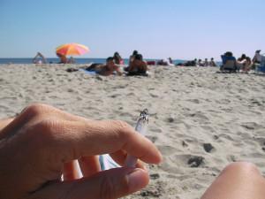 Na praia, com um cigarro na mão, ele encontrou a luz