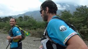 Clayton e o alpinista Roman Romancini nos Andes/Divulgação