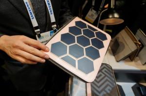 A Sol Bag, também da Samsung, capta energia solar capaz de recarregar o celular