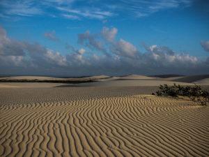 Deixei escrito na areia: Eu corri aqui/Foto: Alana Ribeiro/Wikimedia Commons