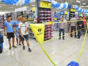 Na seção de tênis, você pode começar jogando badminton