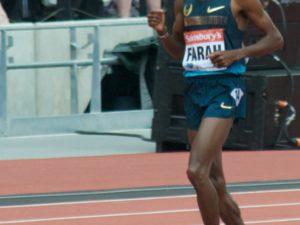 Mo Farah numa prova de 3 000 metros em Londres