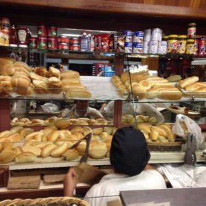 Os pães da padaria Natalina, aqui perto da minha goma, a melhor padaria old school de SP